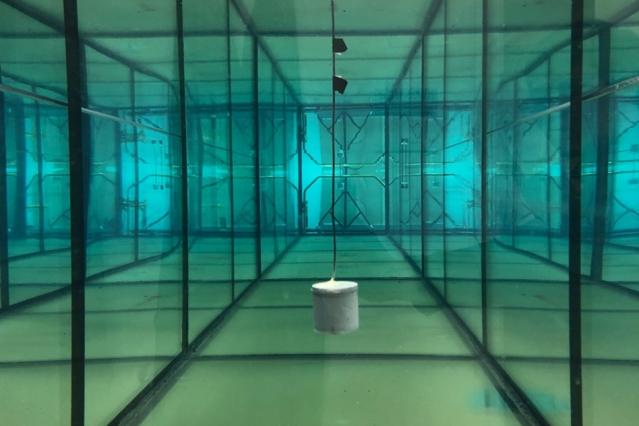 数据链扭曲的水下能量收集